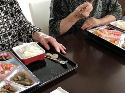 あんのんデイサービスの「おとな食堂」で体重測定を行う理由と、その先の連携とは・・・